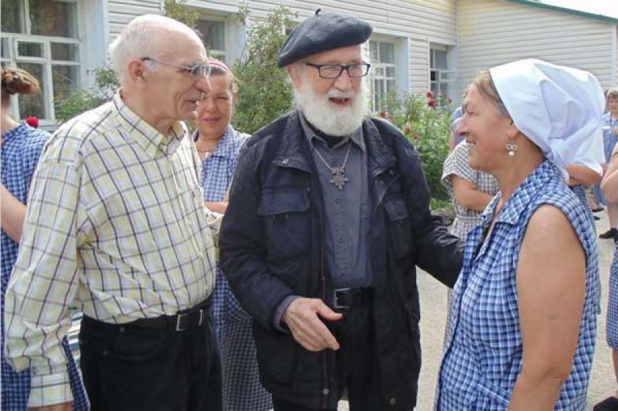 Немецкого священника наградила за милосердные труды Русская православная церковь