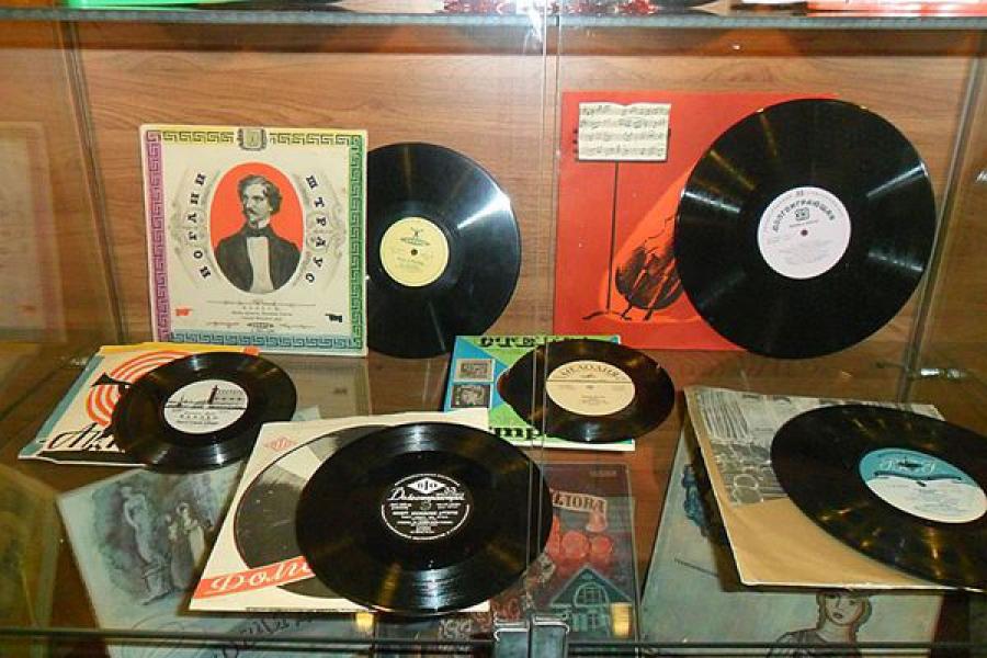 В Твери можно увидеть старые грампластинки и послушать раритетные записи