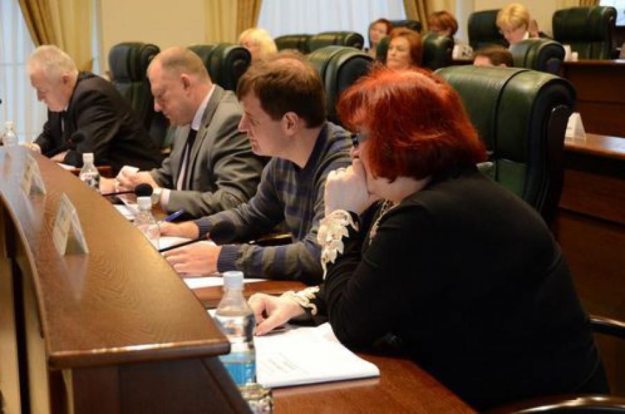 Летний отдых детей и модернизацию здравоохранения обсудили на комитете ЗС по соцполитике