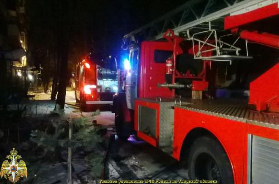 Один человек погиб в результате пожара в многоэтажном доме в Твери