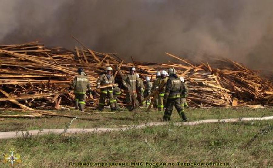 Пожар на свалке у пилорамы в Калининском районе ликвидирован
