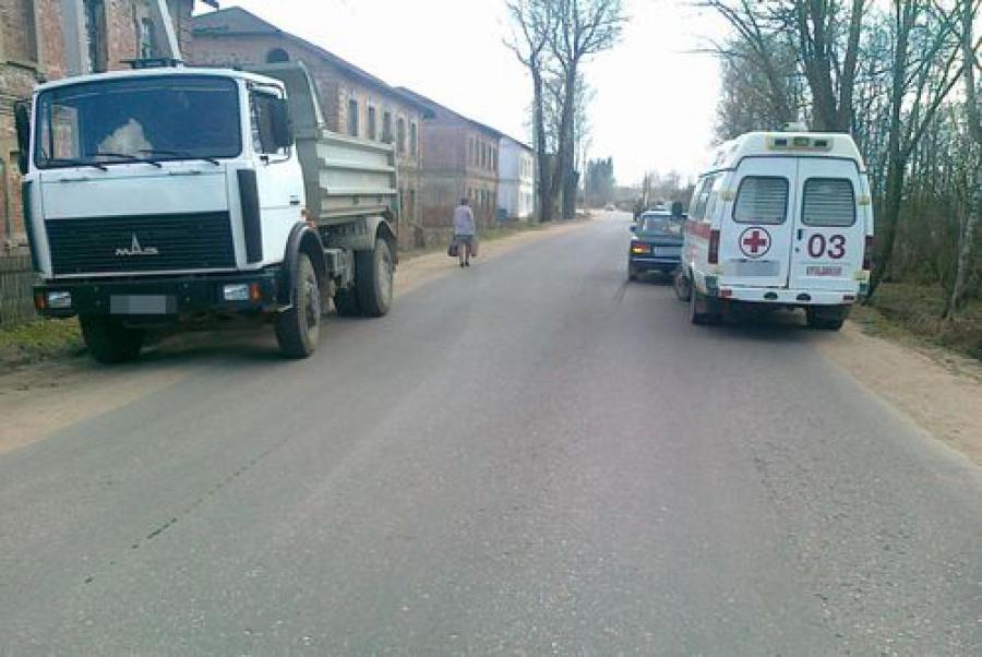 В Кувшиново 10-летний ребенок столкнулся с остановившейся машиной