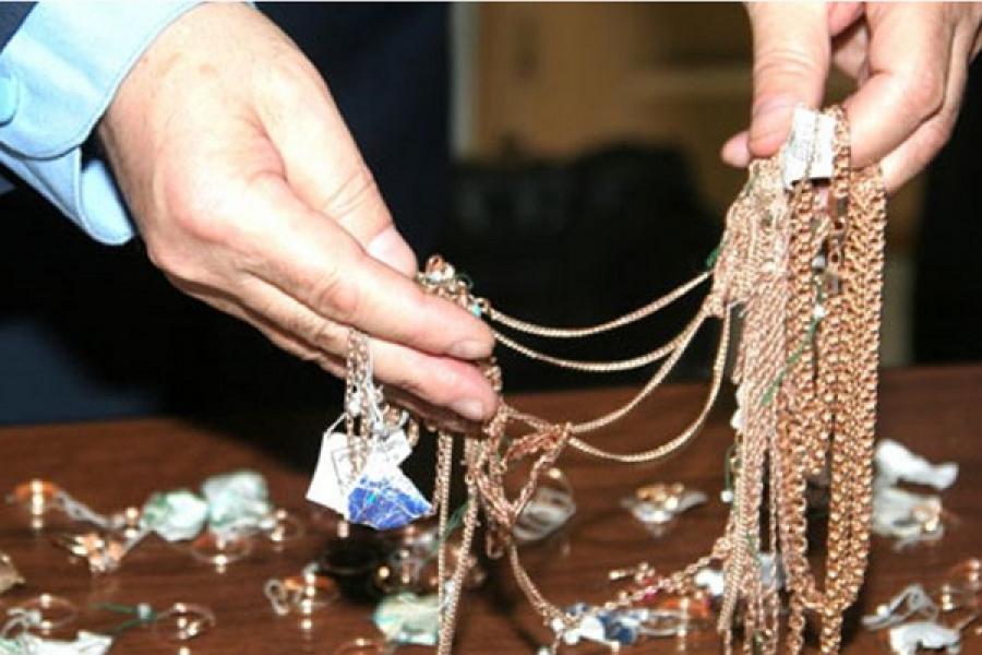Молодой тверитянин украл золотые изделия на 168 тысяч рублей