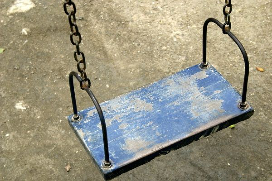 В Кашинском районе подросток пострадал от удара качелей по голове