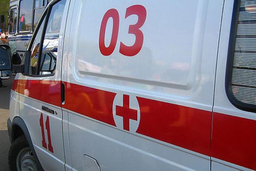 Тверские спасатели помогли водителю, потерявшему сознание в запертой машине