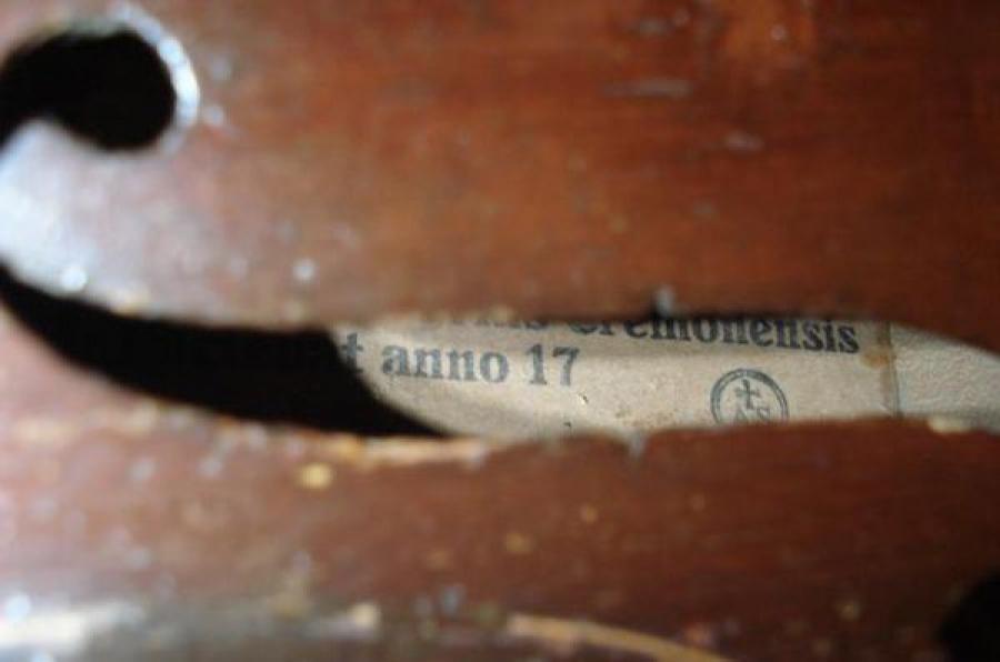 Интерпол разыскивает владельца антикварной скрипки