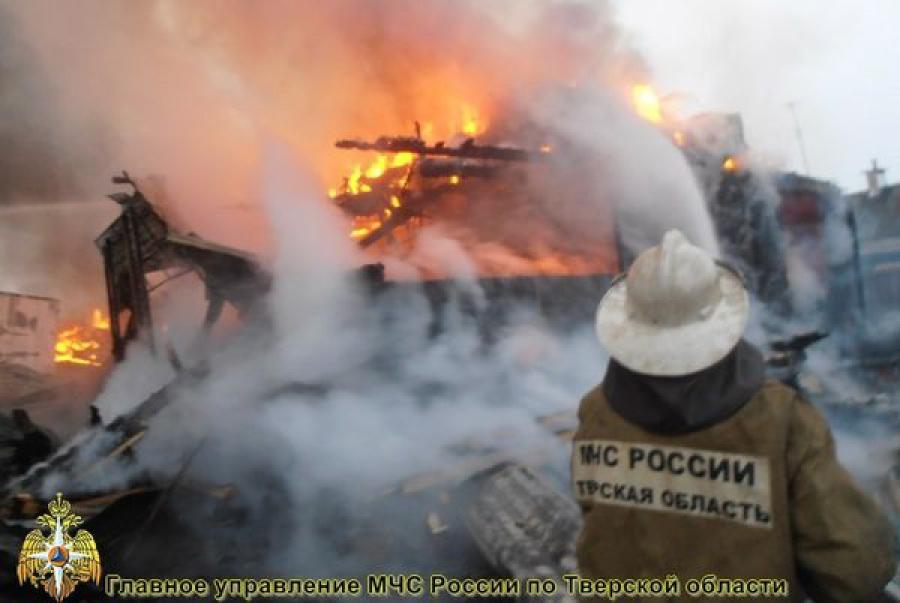 На пожаре в дачном доме пострадал человек