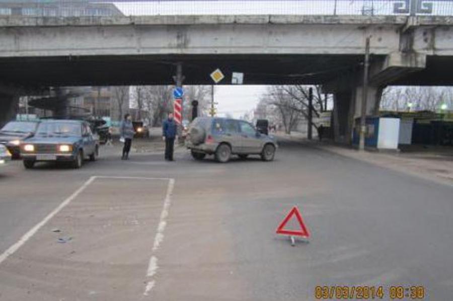 В Конаково автомобиль врезался в столб — водитель погиб