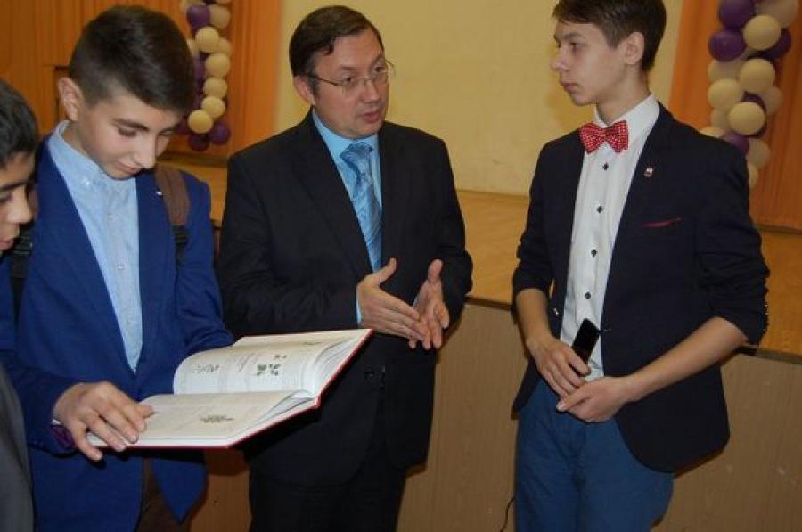 Министр природных ресурсов Тверской области рассказал школьникам о Красной книге региона