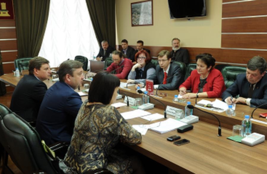 Губернатор обсудил с представителями фракции КПРФ в областном парламенте проблемы региона