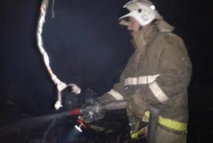 Во время пожара в вагоне-бытовке в Твери пострадал человек