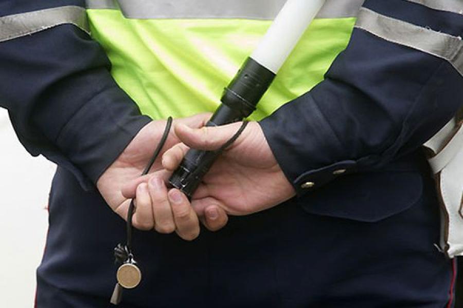 Мужчина, пытавшийся дать инспектору ДПС взятку в 10 тыс. рублей, стал фигурантом уголовного дела