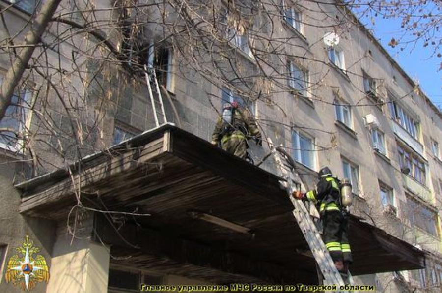 Во время пожара в пятиэтажке в Твери были эвакуированы 11 человек, пострадал лишь один из них