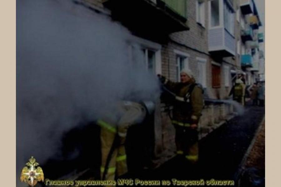 В Торжке горела квартира в пятиэтажке