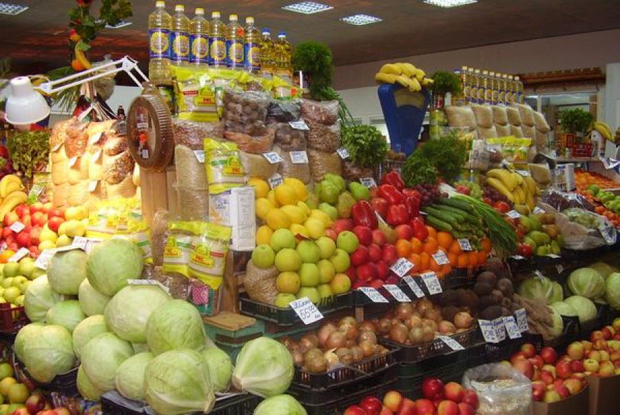 В магазинах и на рынках Тверской области продуктов хватит на всех