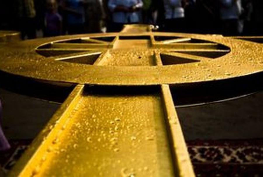 На купол церкви Бориса и Глеба в Твери поднят крест