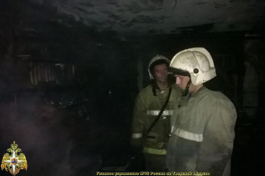 Пожарные спасли из огня двух человек