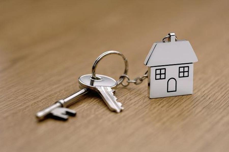 В Нелидове благодаря прокуратуре семья переехала из аварийного дома в благоустроенное жилье