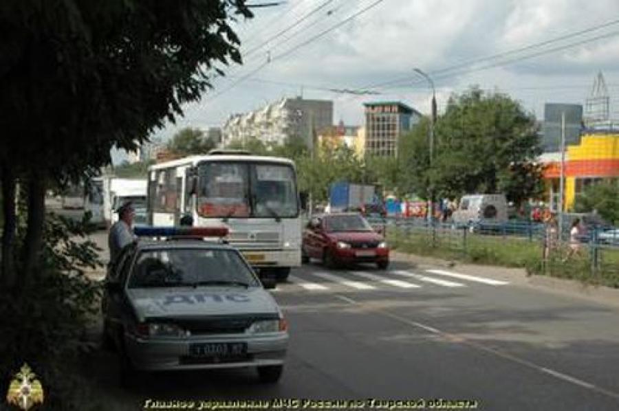 В Твери машина сбила 7-летнюю девочку и женщину на пешеходном переходе