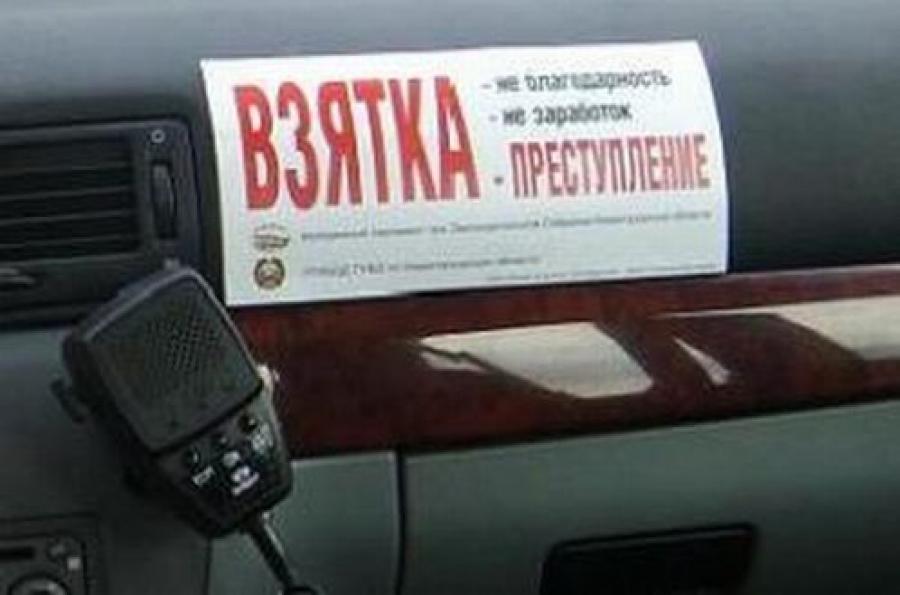 За взятку в 300 тысяч рублей задержан полицейский