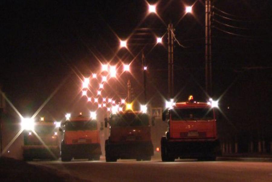 В Твери дорожные службы борются с последствиями снегопадов
