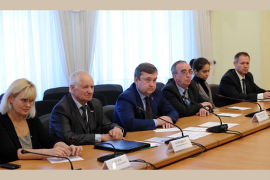 Губернатор и профсоюзные лидеры региона встретились накануне Всероссийской акции профсоюзов