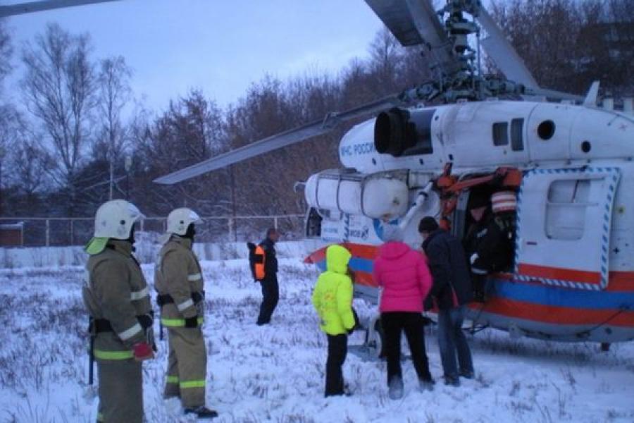 Вертолет МЧС доставил пациента из Ржевской ЦРБ в областную больницу