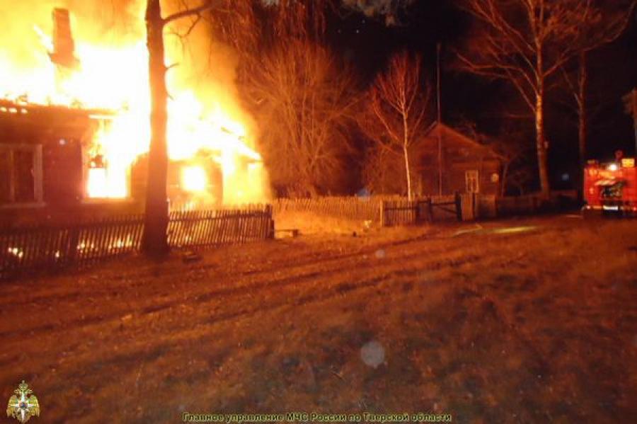 Из-за нарушений при эксплуатации печи сгорел жилой дом