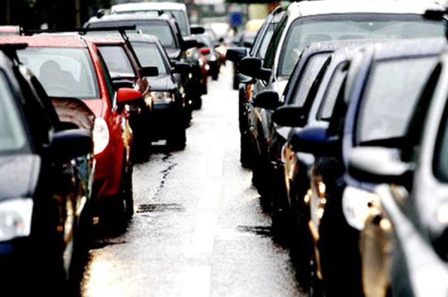 В районе Вышнего Волочка выросла большая автомобильная пробка