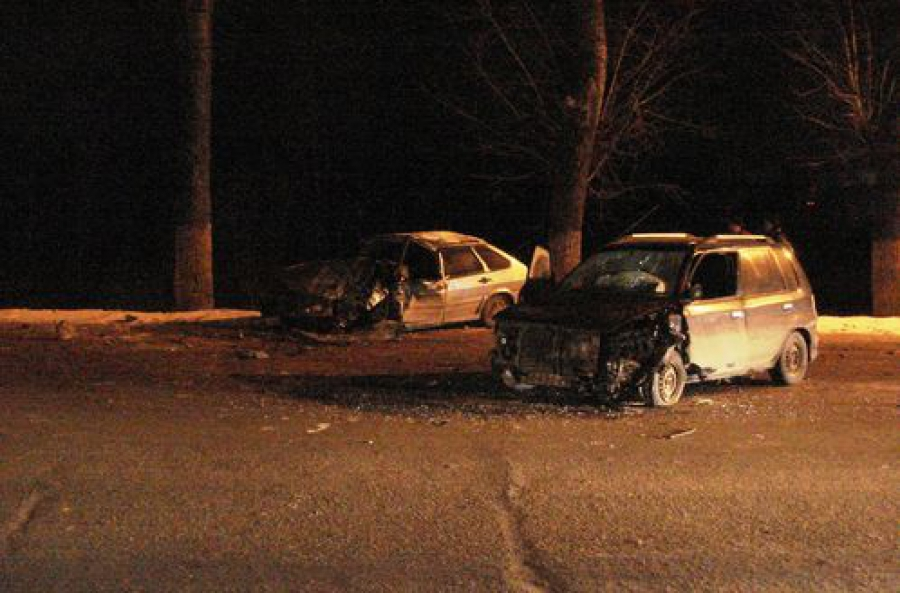 Mazda Demio столкнулась на встречке с ВАЗ-21144: один человек погиб