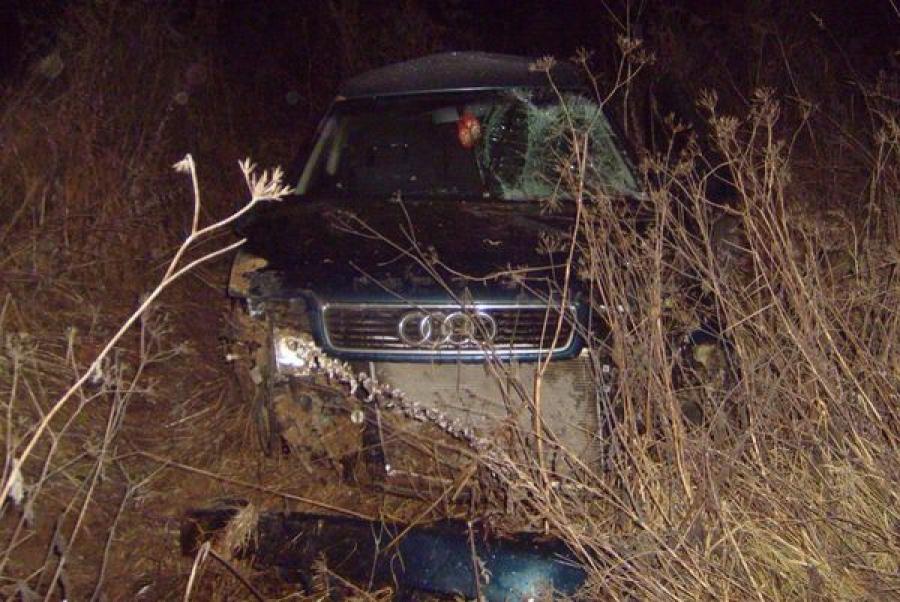 Водитель-новичок на Audi съехал в кювет, пострадала 16-летняя девушка
