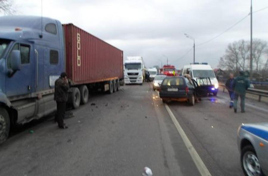 На автодороге М-10 из-за уснувших водителей произошло два ДТП