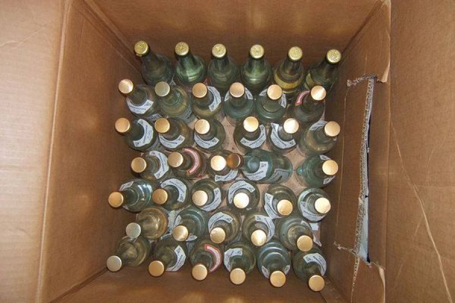 Полицейские поймали бутлегера, перевозившего 175 коробок «левого» спиртного