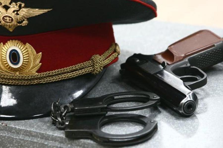 В Твери полицейский избил охранника и пытался ограбить магазин