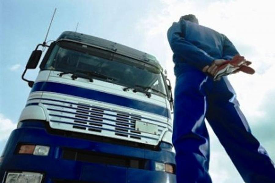 В Вышневолоцком районе сотрудники ГИБДД задержали угнанный в Подмосковье грузовик
