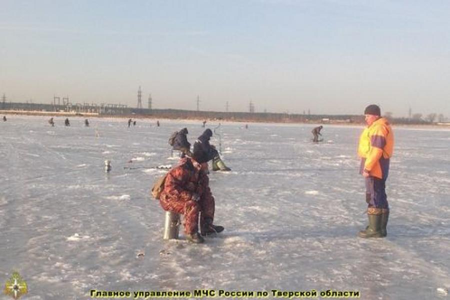 Сотрудники ГИМС напоминают рыбакам: лёд уже небезопасен!