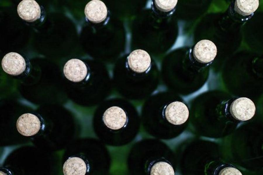 Нелегальный алкоголь продавали в гараже