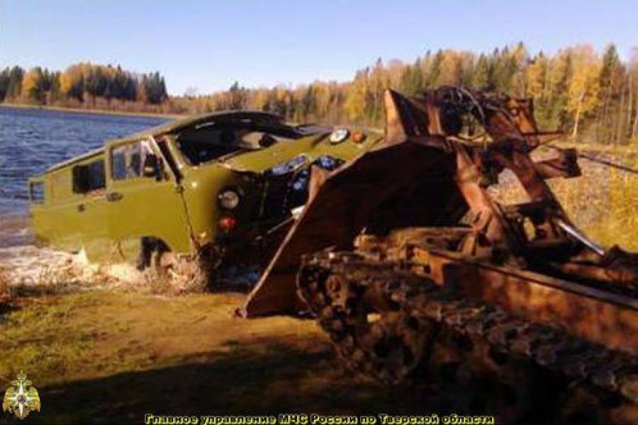 Три человека утонули в озере в автомобиле «УАЗ»