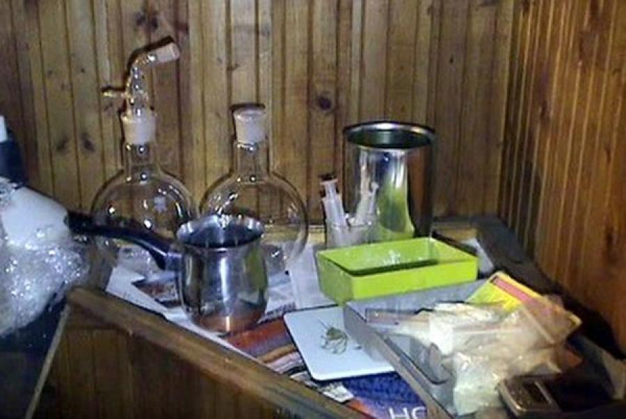 Житель Удомли производил амфетамин на кухне съемной квартиры