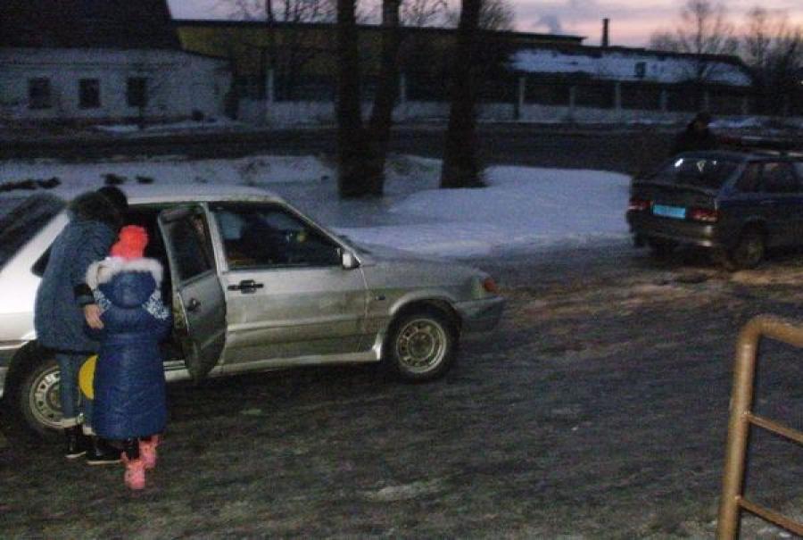 В Ржеве нетрезвая дама везла ребенка в школу без автокресла