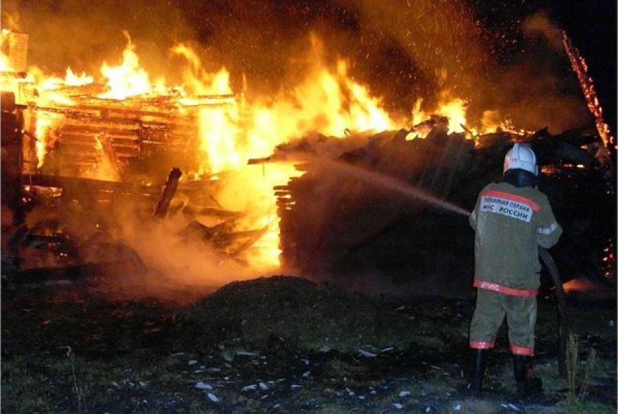 Два строения сгорели в Тверской области за ночь
