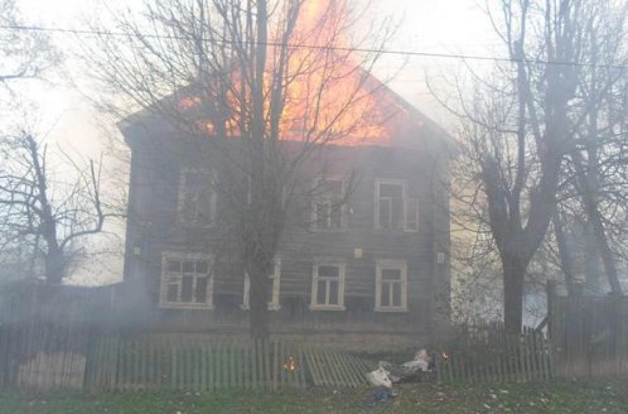 В Спировском районе в горящем доме погиб человек