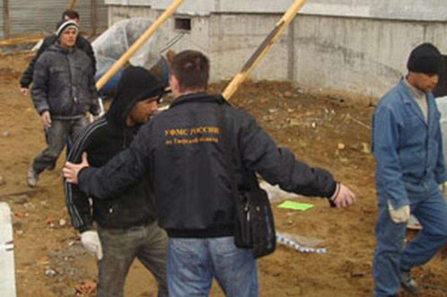 Проверка выявила 67 нелегальных мигрантов, работавших на стройке дома в Твери