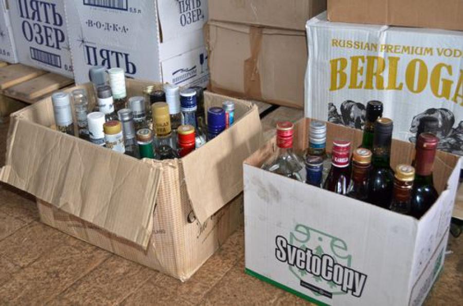 Более 5 тысяч литров алкоголя нашли в гараже полицейские