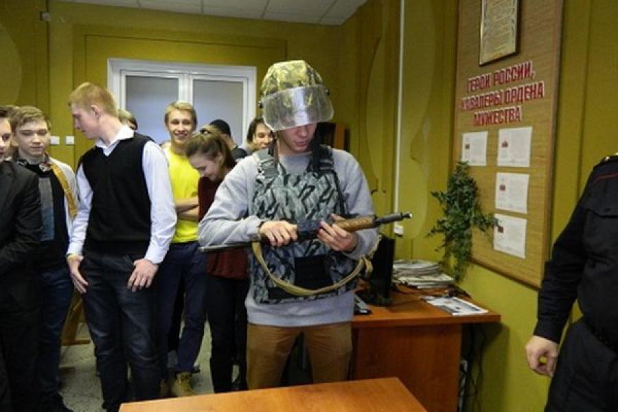 Удомельские школьники познакомились с профессией полицейского