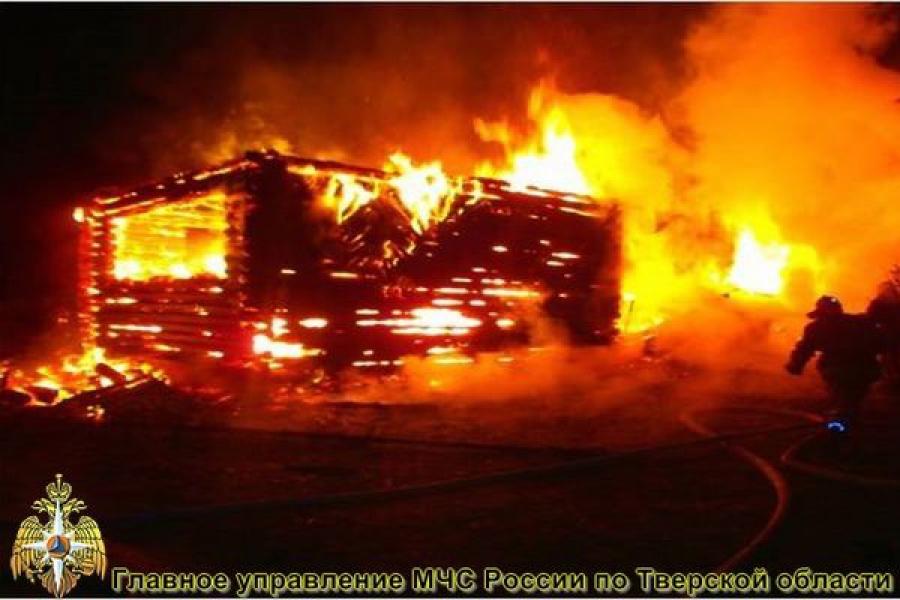 В Бологовском районе сгорели два дома