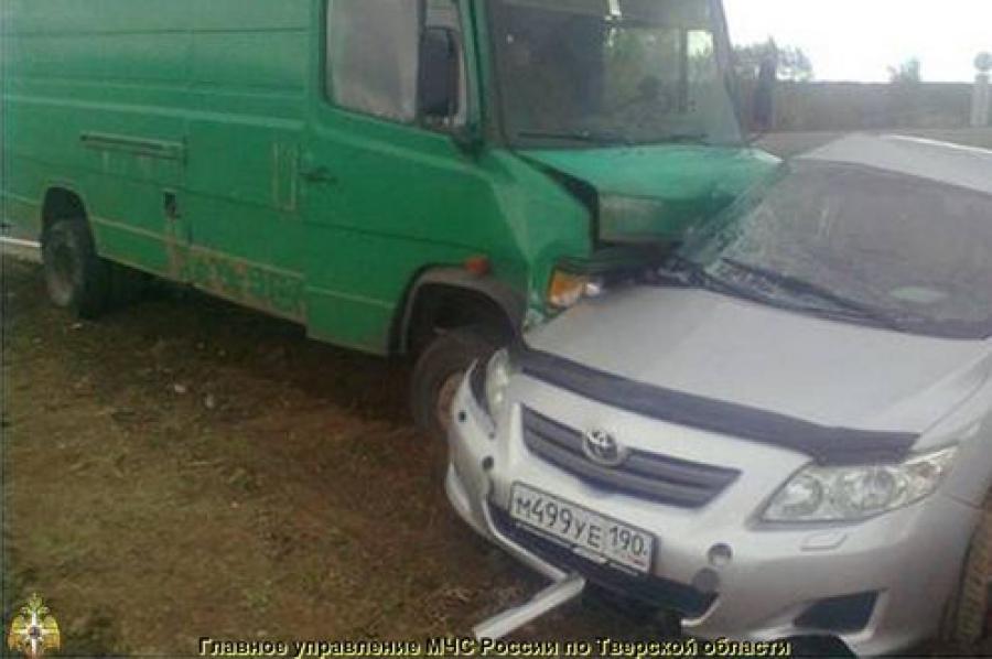 В Оленинском районе столкнулись «Мерседес» и «Тойота», один человек погиб