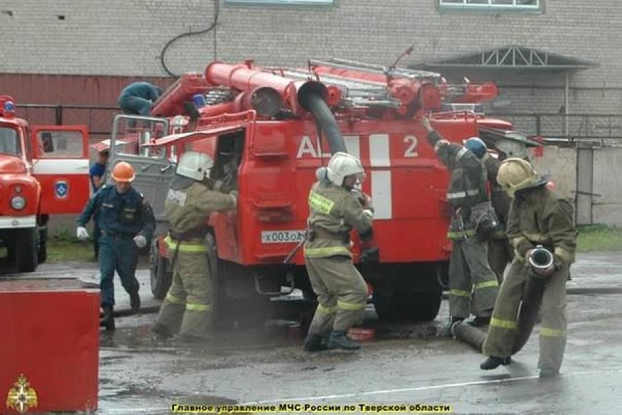 Соревнования по боевому развертыванию среди пожарных региона прошли в Твери
