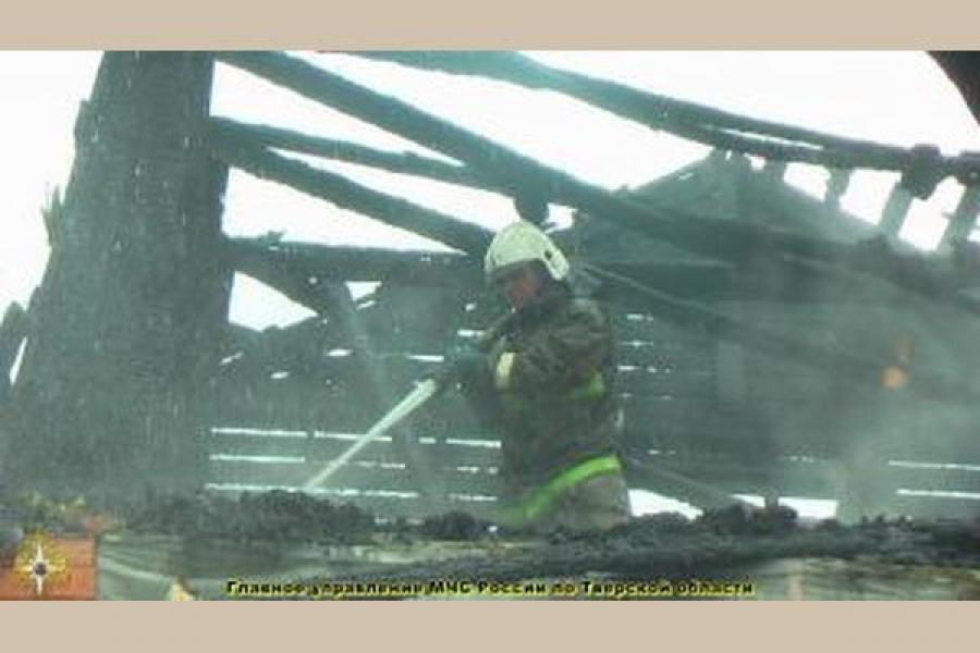 В районах Тверской области горят дачи