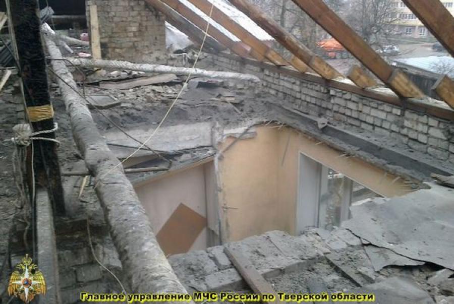 В Твери под домашний арест взят руководитель фирмы, ремонтировавшей дом, в котором обрушилась кровля